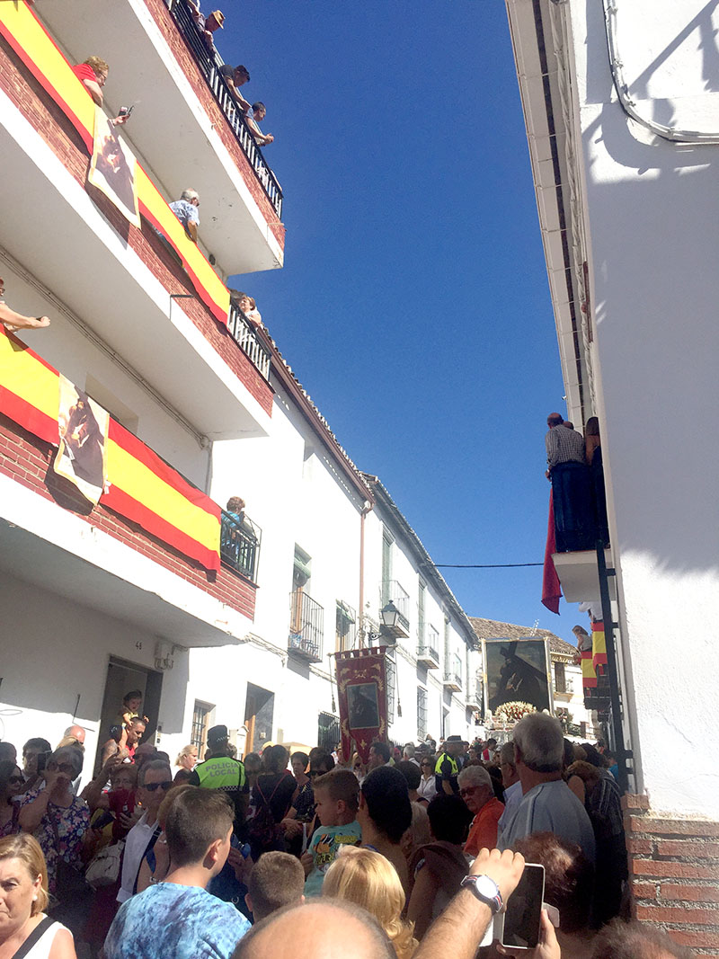 Cristo del Pano makes its way down Calle Real