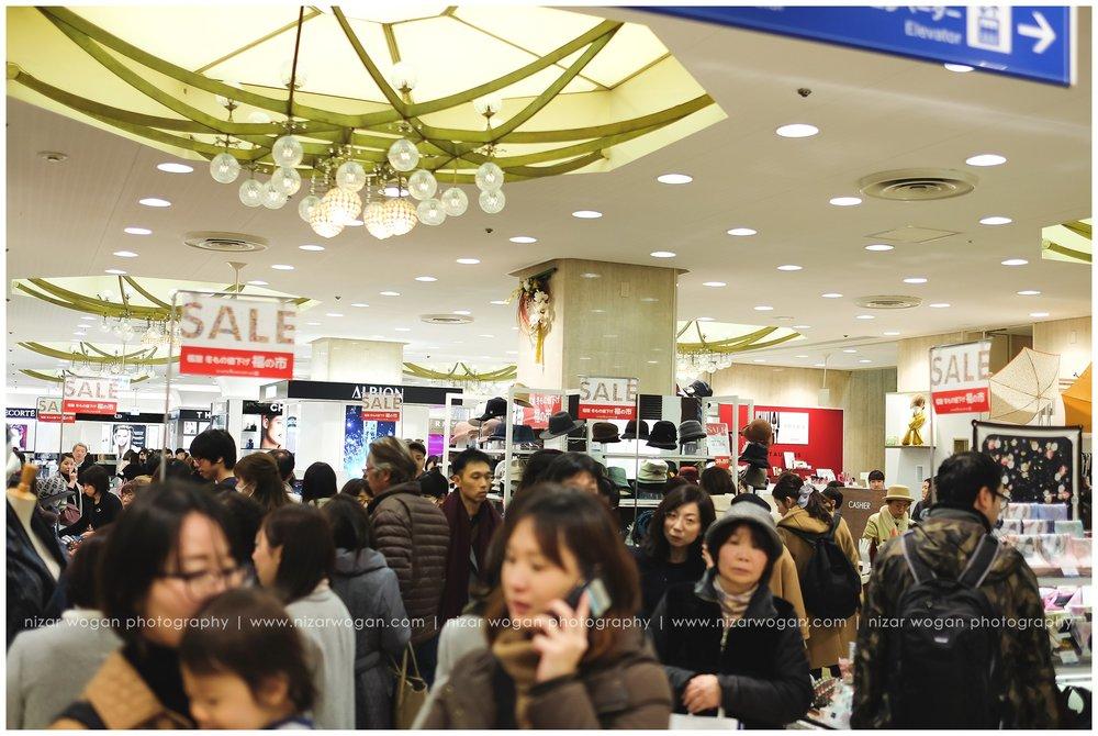 Fukuruburo di salah satu pusat perbelanjaan di Hiroshima. Everywhere's SALE!