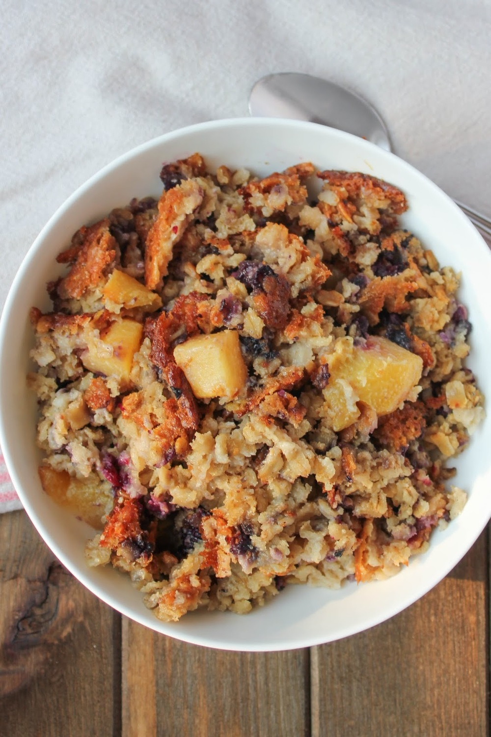 Baked oatmeal is the perfect breakfast for a cool fall morning! Love this dairy free recipe!
