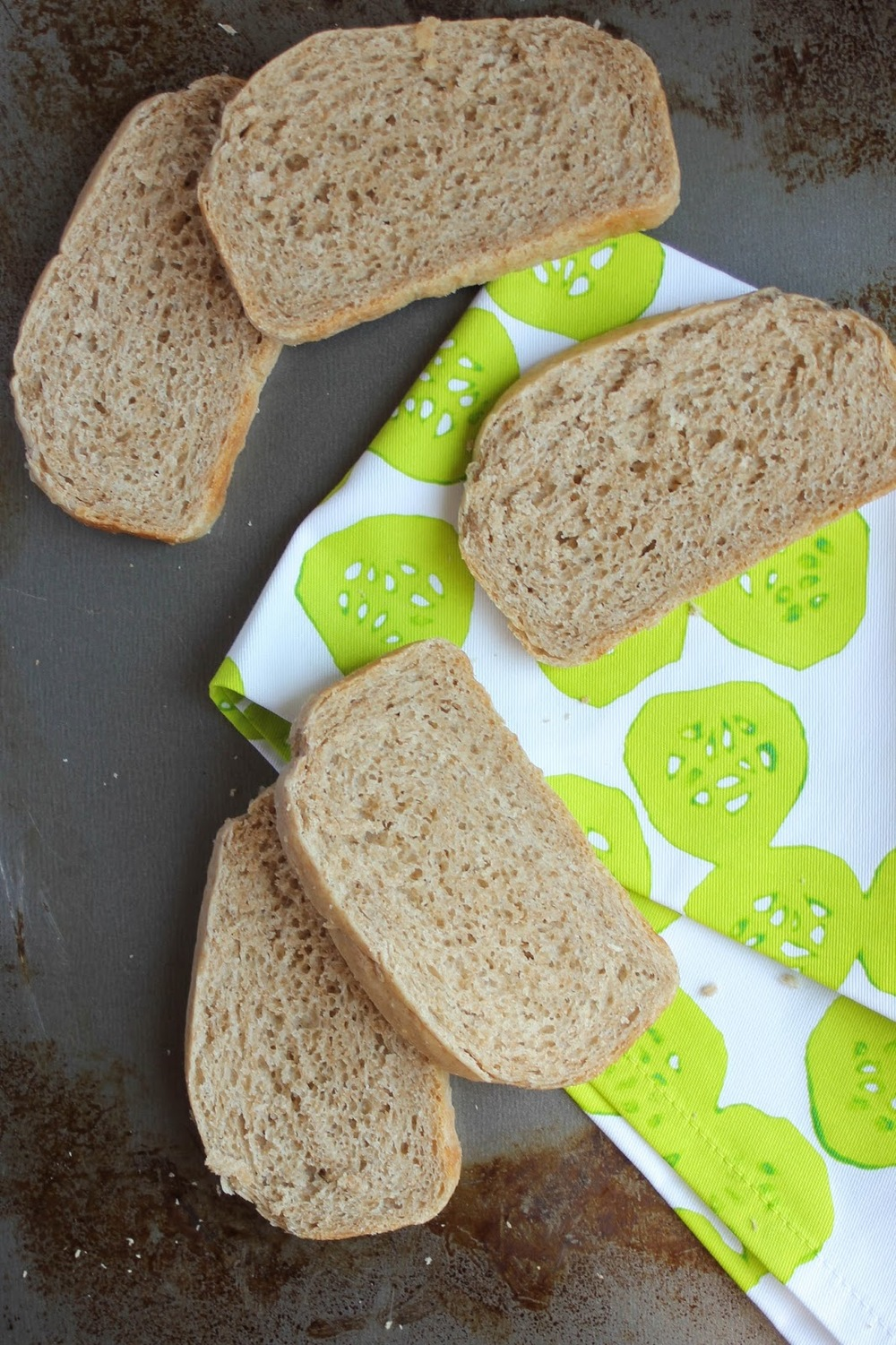 Delicious recipe for white whole wheat sandwich bread! And it's vegan! http://www.littlecityadventures.com/2015/09/recipe-vegan-white-whole-wheat-sandwich.html