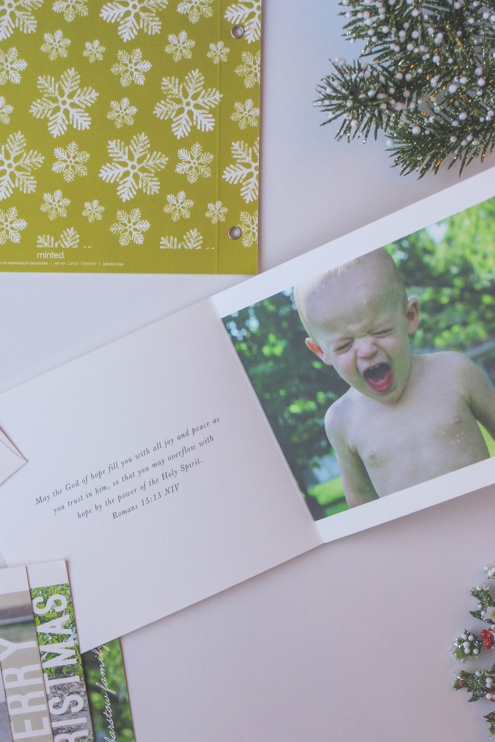 Minted.com has such an amazing selection of Christmas cards and I'm this minibook design! And Little City Adventures is giving away $100 to Minted! Go enter the giveaway now --> http://www.littlecityadventures.com/2015/10/christmas-cards-with-minted-giveaway.html