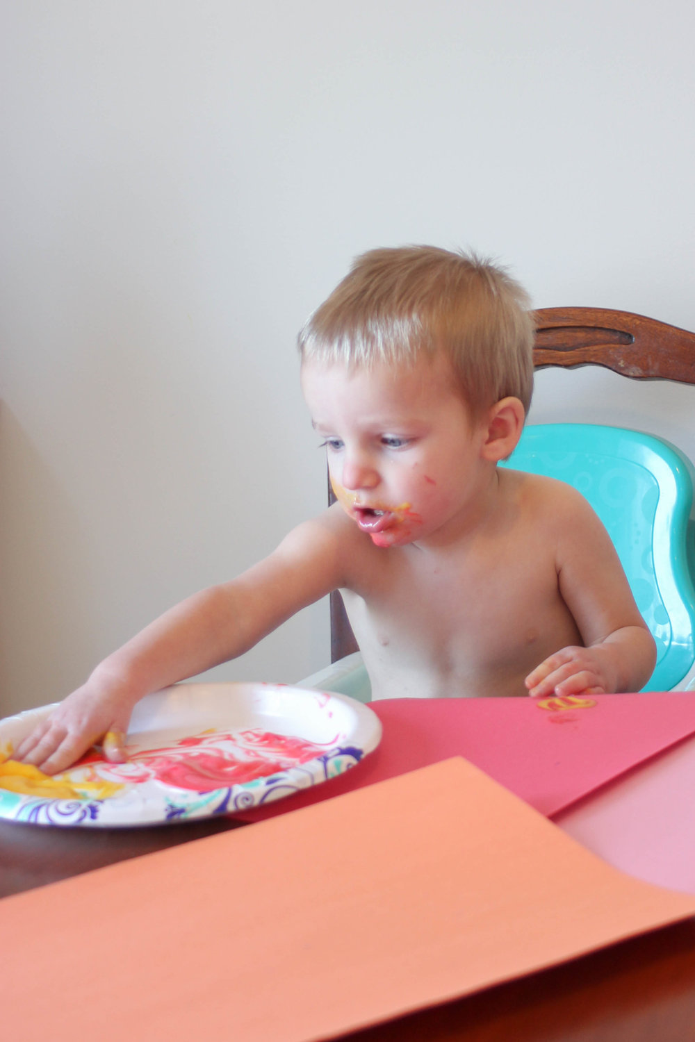 #Easy #edible #finger #painting that is perfect for younger #toddlers!