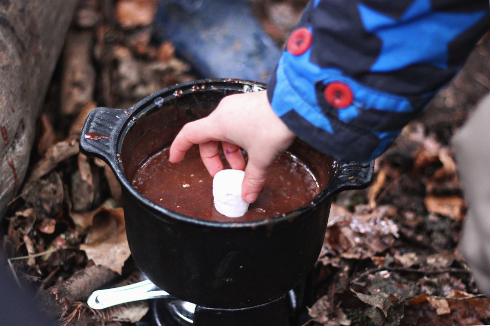 Chocolate fondue in the forest - Winter family fun