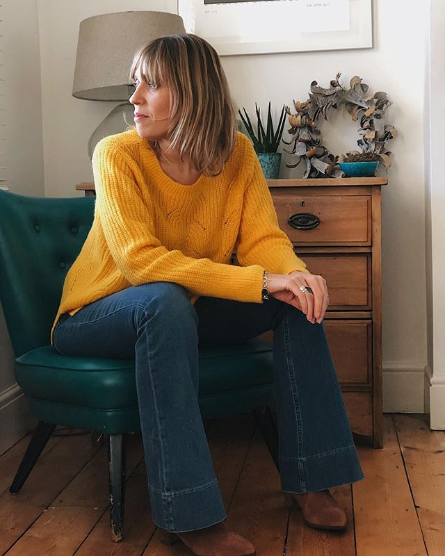 (Ad) Here I am looking wistfully out of the window pondering the fact that my work with @boden_clothing is coming to an end this month. It has been so much fun and I loved how much confidence it has given me.  Please don't be under any illusion about the state of my house the second picture shows what that corner looked like 5 mins before that pic was taken (fyi it all got thrown in a heap on the bed!). I picked the top and boots from the fab new Boden 10 collection and mixed them with the flares from their new season. Jumper – Hadley jumper in sun Jeans – Heswall Flared Jeans Boots – Clifton Ankle Boots in Tan  Click through the link in my bio to get 20% off  Joining in with @tigerlillyquinn & @sj_strum for #7daystylechallenge & @heyitsromeca  for #whatmamaworemonday  #gifted #Bodenbyme #Bodenpartner