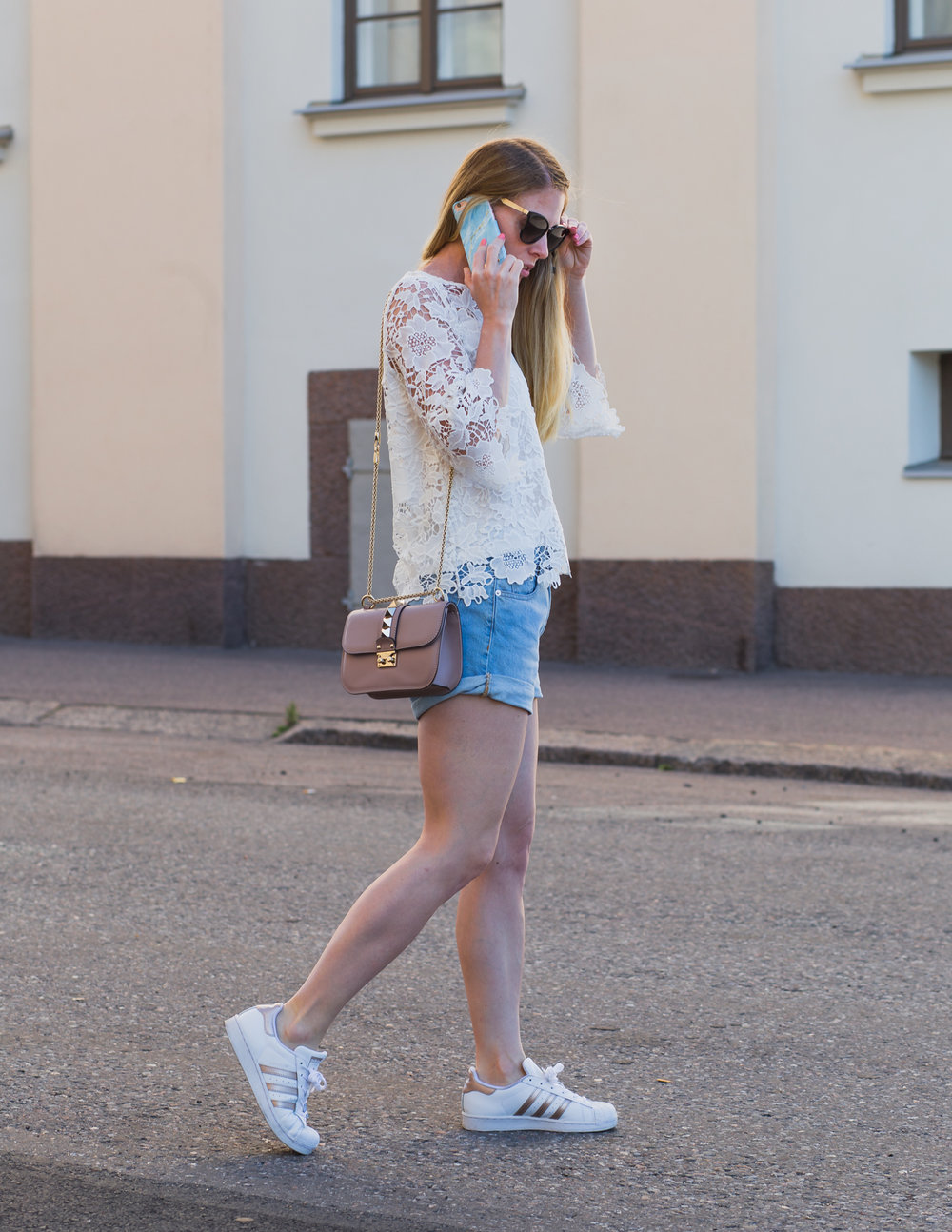 Shirt - KappAhl. Shorts - Pull&Bear. Shoes - Adidas. Bag - Valentino. Shades - Gucci. Phone case - Ideal of Sweden