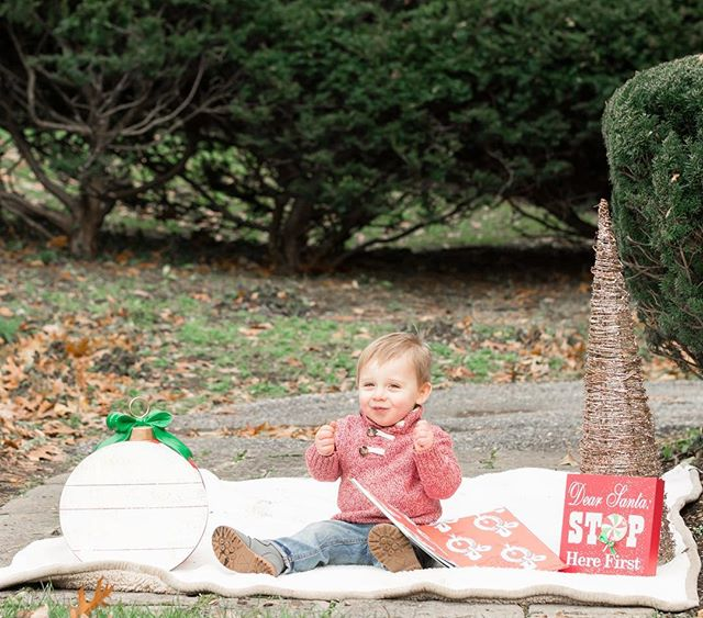 Well hello there, December!!!! Sending out candy cane kisses and holiday hugs to all you wonderful people, and especially to this little guy ❤️ @meganeburnside @lukeburnside #hellodecember #itsthemostwonderfultimeoftheyear #happyholidays #holidaycheer #santastophere #merrychristmas #holidayphotos #family #familyphotography #kidphotography #littleelf