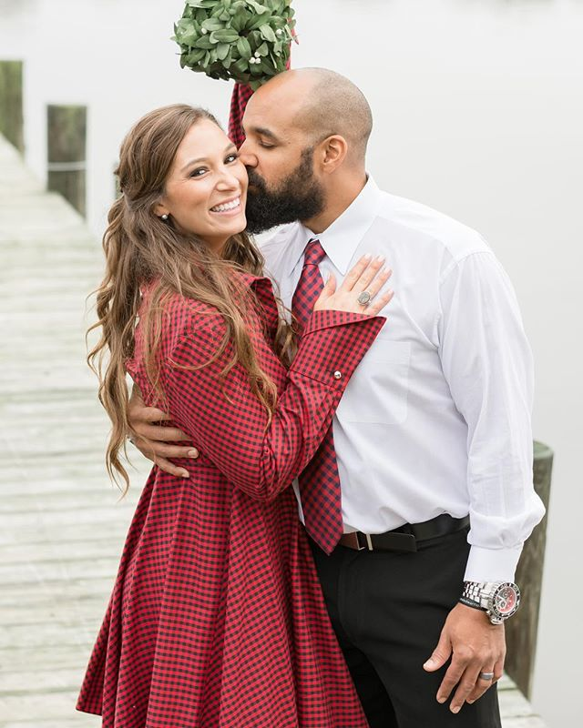The Christmas spirit is in the air! So grab the one you love the most and give them a big ole smooch (whether you're under the mistletoe or not) 💋 @shoptini @spee14 #mistletoe #kisses #kissme #happyholidays #holiday #holidayphotos #loveyou #merrychristmas #bemerry #buffaloplaid #plaid #baltimorestylist #styleblogger #styledbyshoptini #maewood #maewoodphotography