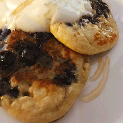 American-Style Blueberry Pancakes - Cook & Bakeware
