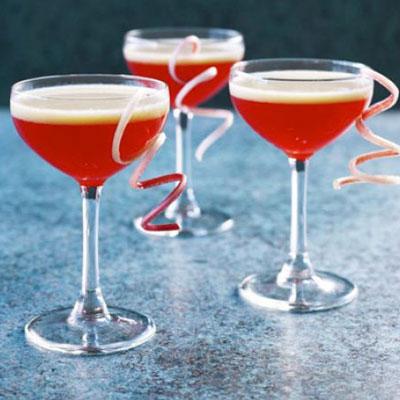 Rhubarb & Custard Cocktail - Cook & Bakeware