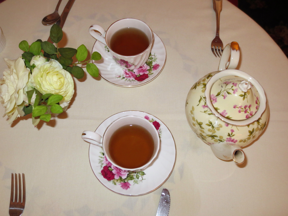 Tea cups & pot