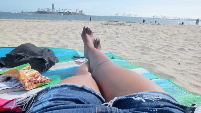 nail polish white, dark skin, beach day