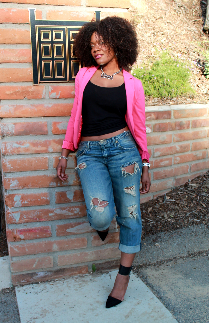 pink blazer-boyfriend jeans-crop top-natural hair 2