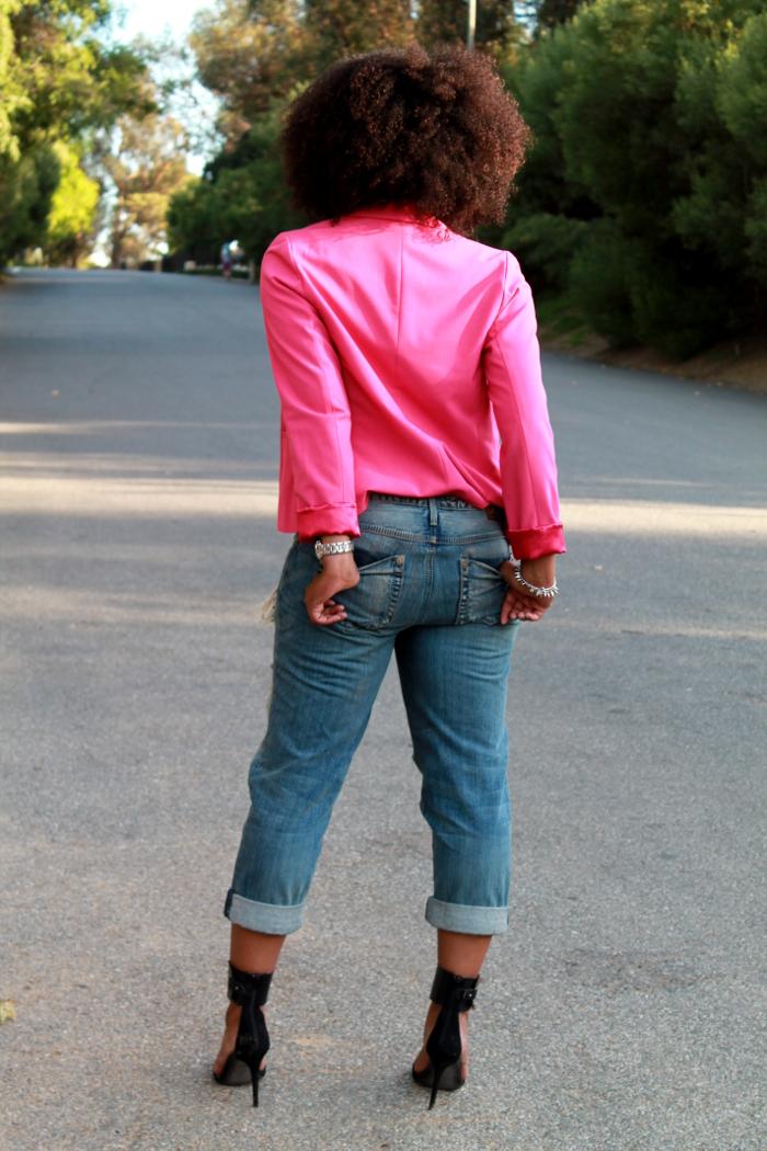 pink blazer-boyfriend jeans-crop top-natural hair 5
