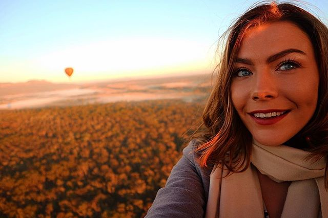 Happy Western Australia Day 🥂 Do a job you love and you'll never work a day in your life ❤️ Trust me... some days I don't love it but if it allows me to chase the sunrise over the Hunter Valley 🤷🏼‍♀️ I'll take the shitty days ✈️ #julesncotravels #tradielife #chasingthesun #sunrise #catchmeifyoucan