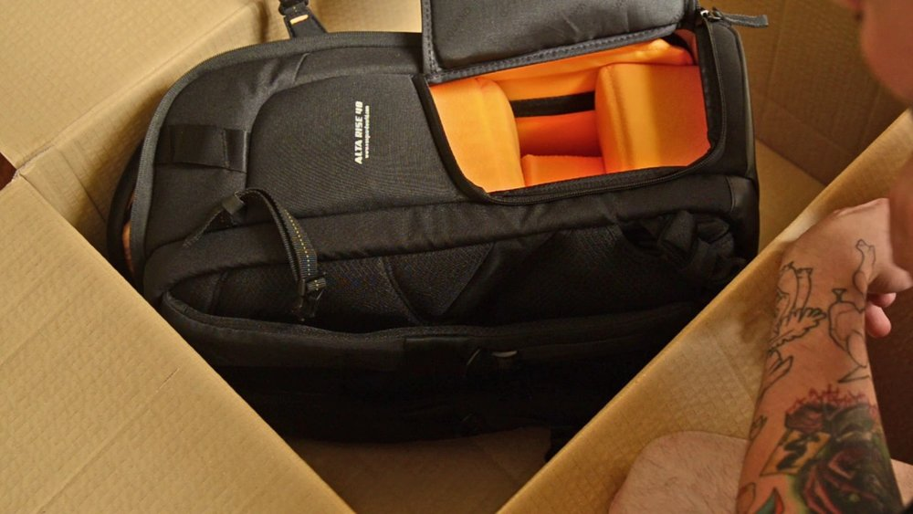Vanguard Alta Rise 48 camera bag unboxing and first impressions -