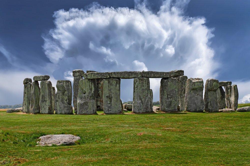 stonehenge-2287980_1920.jpg