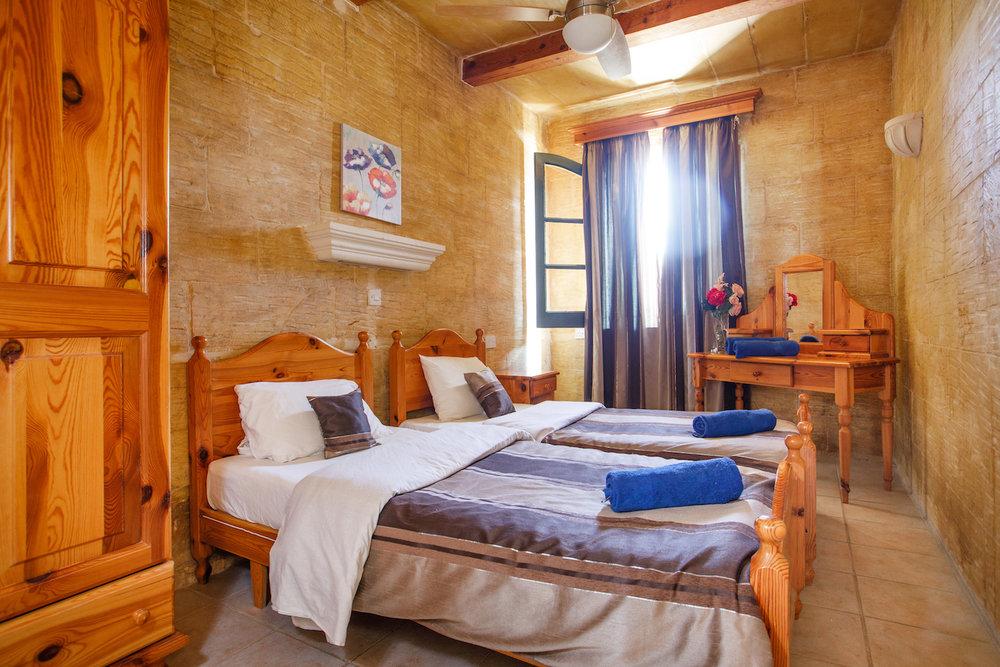 Ensuite twin bedroom no.2