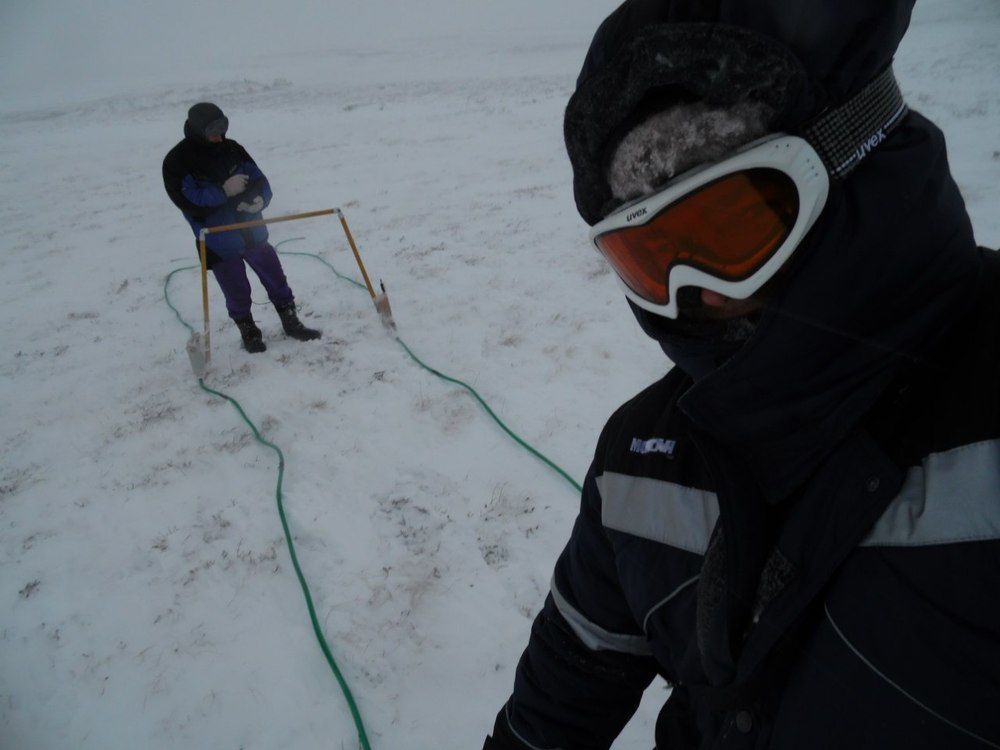Fig. 2. GPR scanning on the surface of the crater with 12 and 10 meter long antennas.