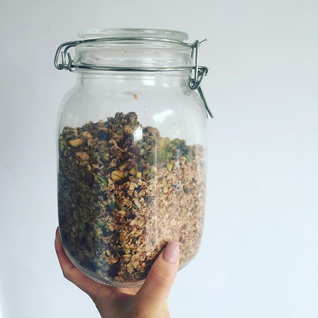 Who else spent time baking over the weekend 🙋‍♀️ I think it's safe to say this granola won't be lasting very long! . . . #andra #health #wellbeing #change #nutrition #nutritionist #healthyeating #healthybaking #livehealthy #livewell #eatwell #eatnatural #vegan #plantbased #weekendbaking #granola #granolabowl #freshgranola #ilovebreakfast #startyourdayright #feedfeed #food52 #f52g #tastingtable #thrive