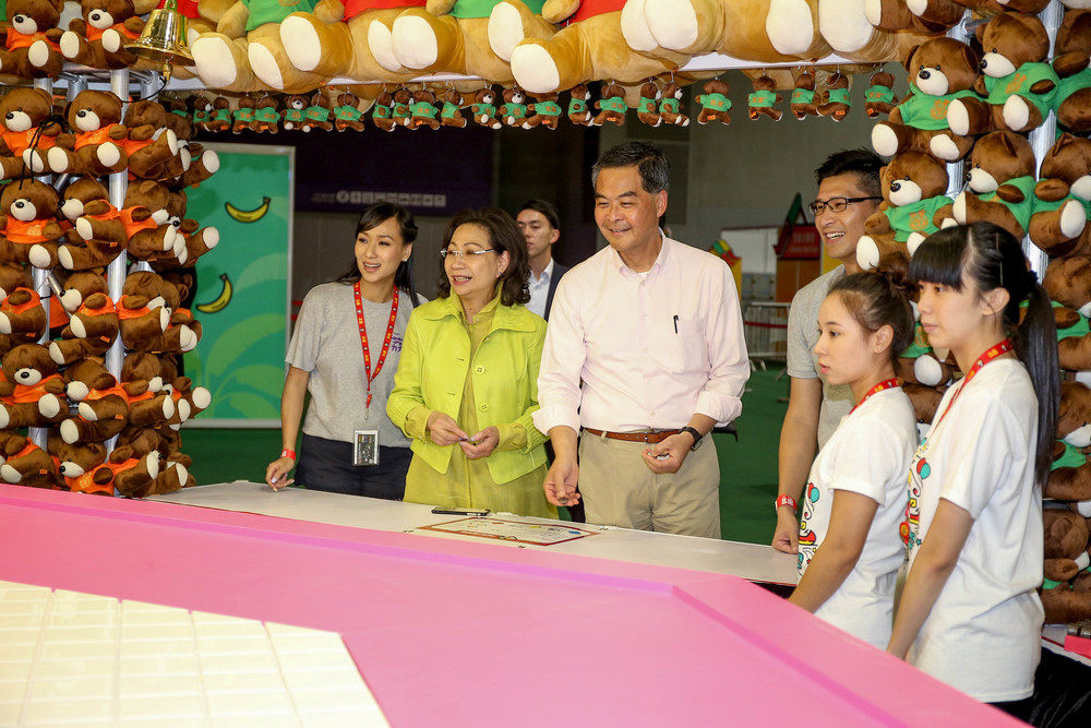 "Mr Leung Chun-ying GBM, GBS, JP, Chief Executive of the Hong Kong Special Administrative Region and his wife, Mrs Regina Leung Tong Ching-yi play at a game booth of ""Lai Yuen Super Summer 2016""."