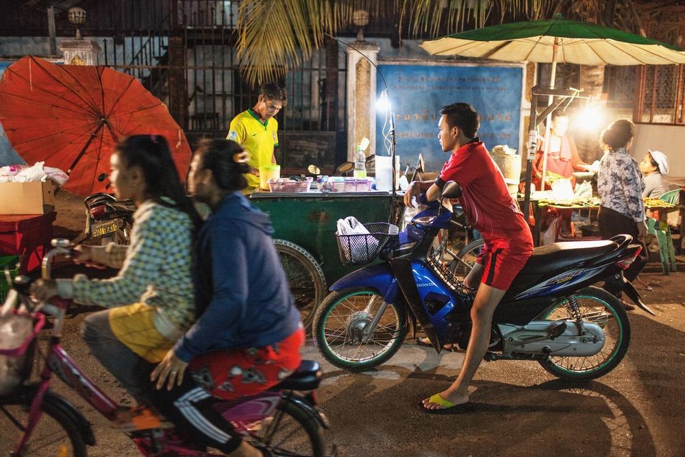 girls umbrella bike.jpg