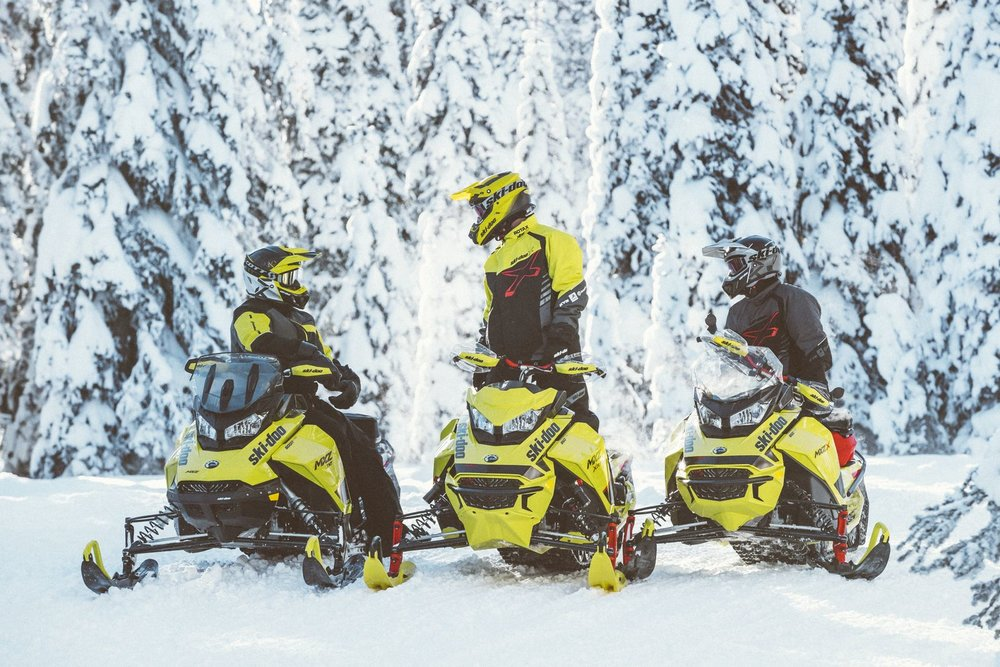 2020 ski doo_MXZ_Group_Lifestyle_MY20_JW_11713_R3_RGB-1600x1600.jpg