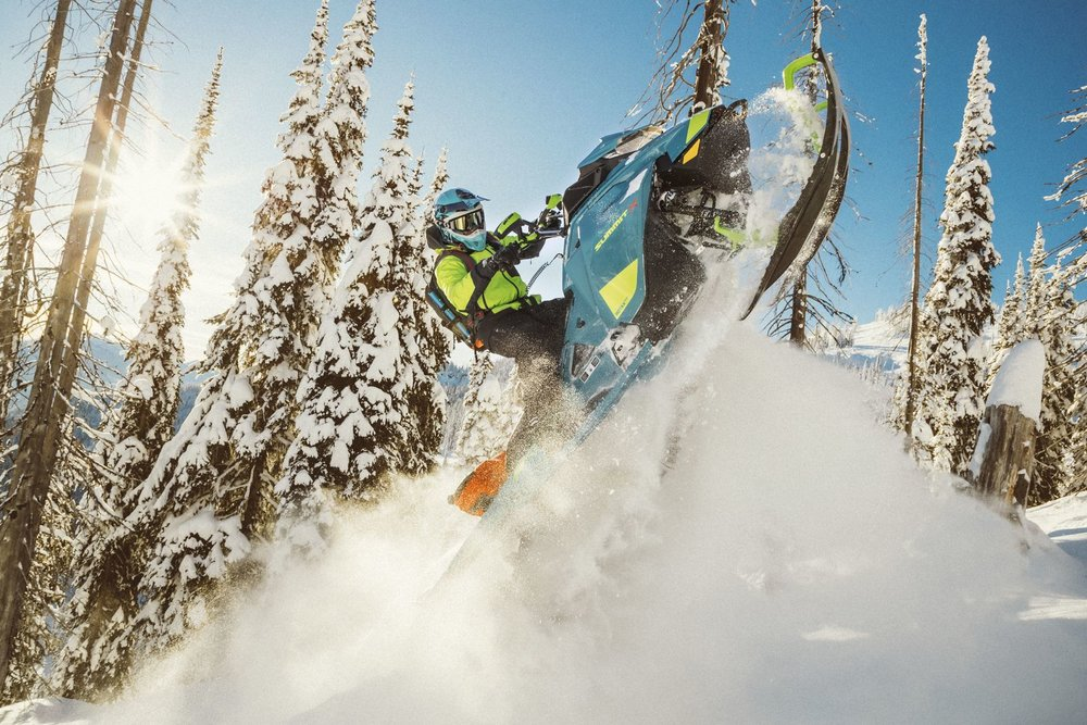Ski doo 2020_Summit_PAC_Action_MY20_JW_14467_R3_RGB-1600x1600.jpg