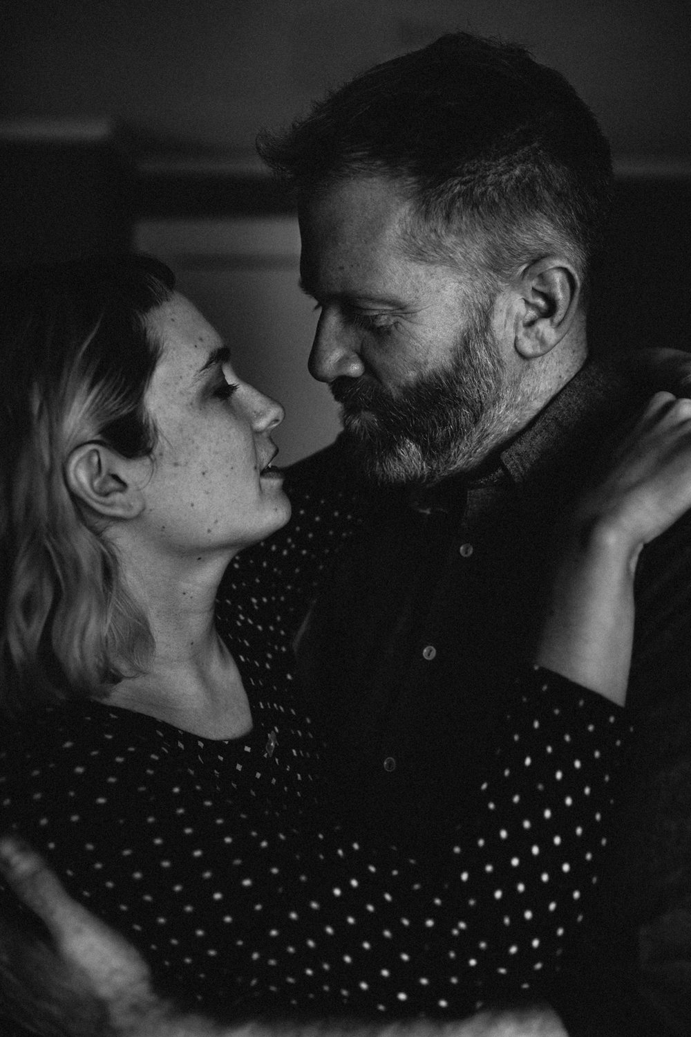 Couple-almost-kissing-black-white-vsco-copyright-Elisabeth-Waller.jpg