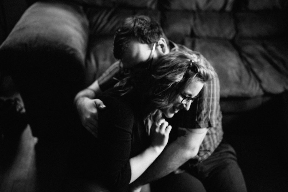 couple-holding-eachother-black-white-home-session-vsco-copyright-Elisabeth-Waller.jpg