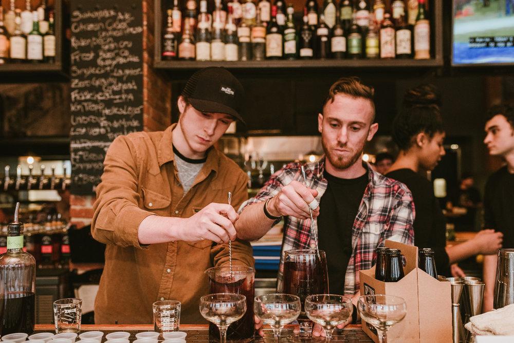stonecutter-spirits-bartenders-mixing-drinks-©-Elisabeth-Waller_DSC0766.jpg