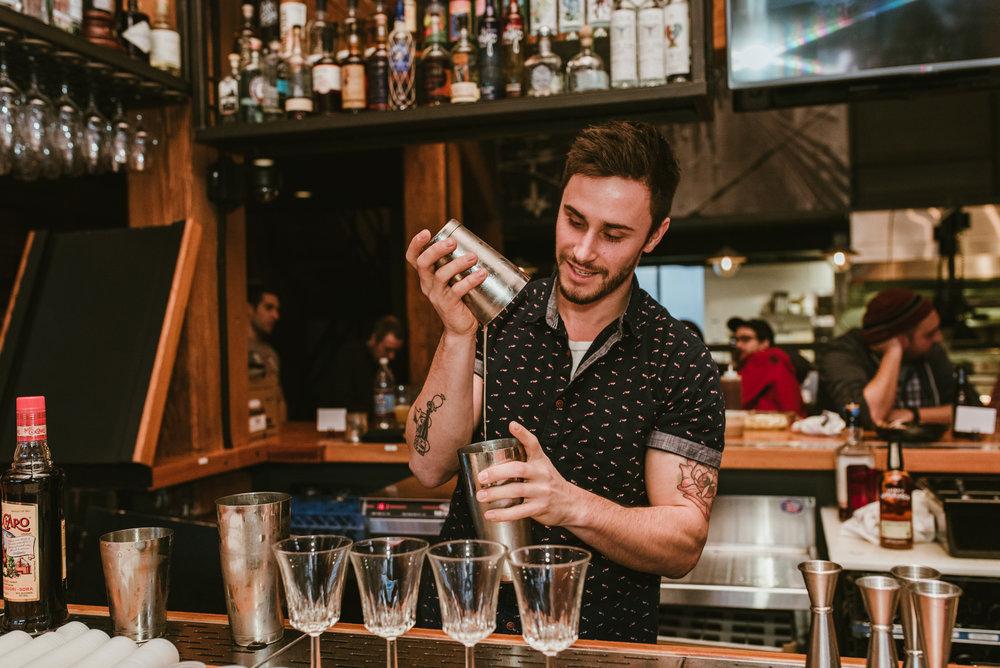 stonecutter-spirits-bartenders-mixing-drinks-©-Elisabeth-Waller_DSC0775.jpg