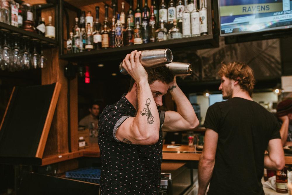 stonecutter-spirits-bartenders-mixing-drinks-©-Elisabeth-Waller_DSC0774.jpg