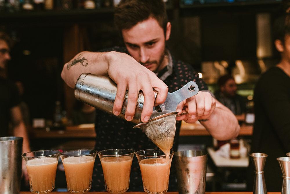 stonecutter-spirits-bartenders-mixing-drinks-©-Elisabeth-Waller_DSC0779.jpg