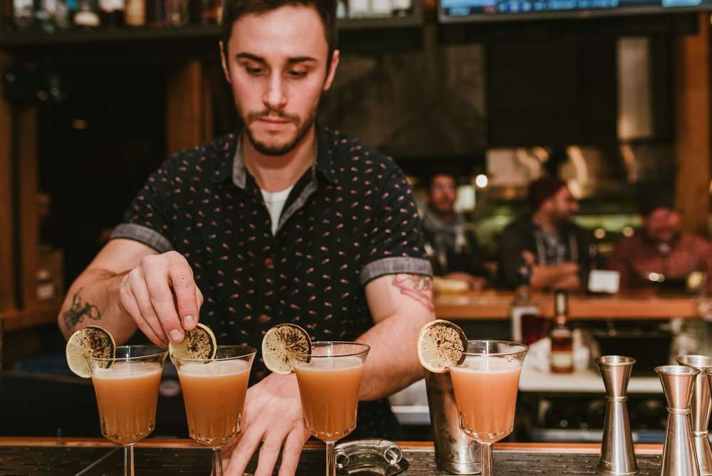 stonecutter-spirits-bartenders-mixing-drinks-©-Elisabeth-Waller_DSC0780.jpg