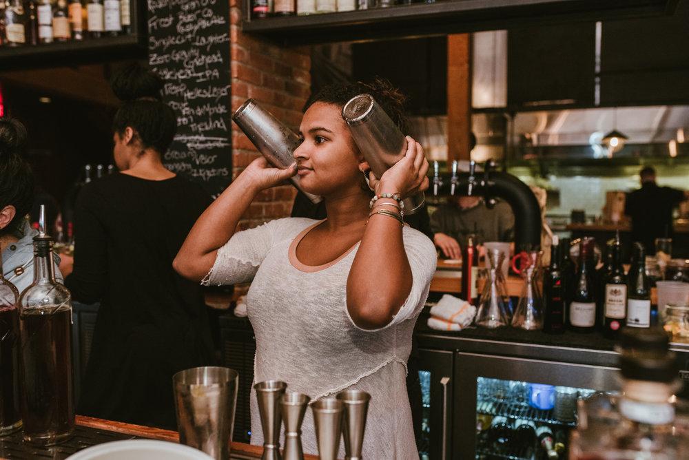 stonecutter-spirits-bartenders-mixing-drinks-©-Elisabeth-Waller_DSC0853.jpg