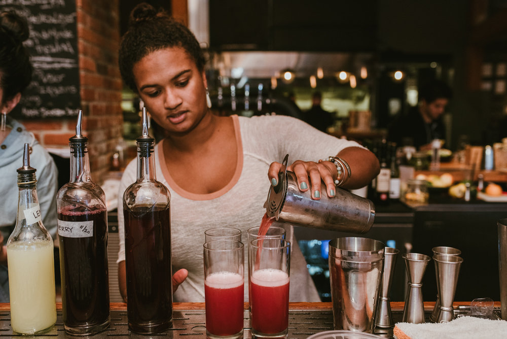 stonecutter-spirits-bartenders-mixing-drinks-©-Elisabeth-Waller_DSC0857.jpg