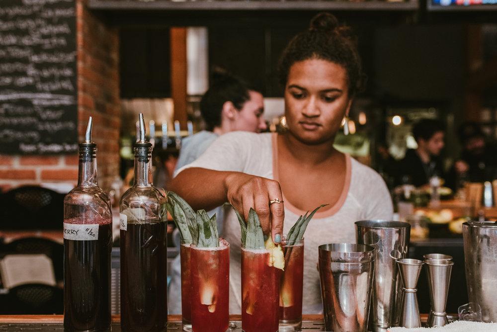 stonecutter-spirits-bartenders-mixing-drinks-©-Elisabeth-Waller_DSC0860.jpg