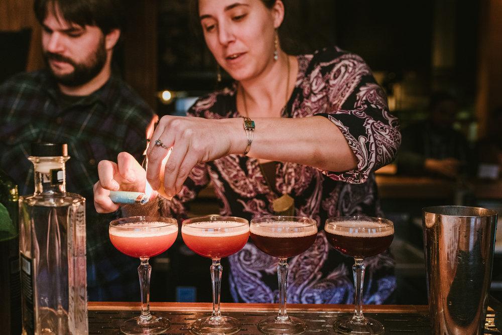 stonecutter-spirits-bartenders-mixing-drinks-©-Elisabeth-Waller_DSC0940.jpg