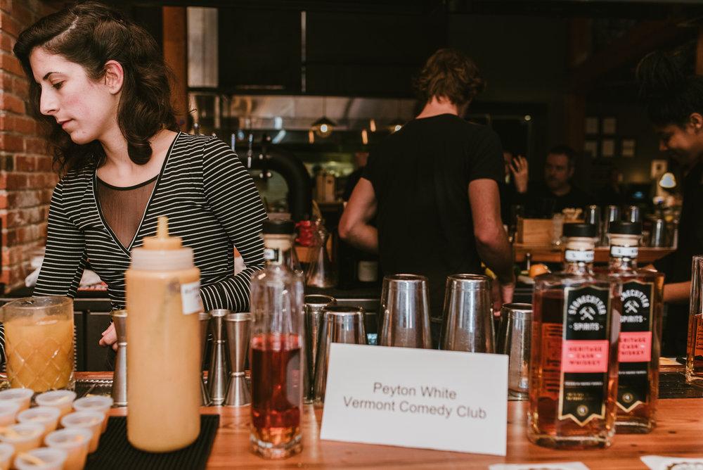 stonecutter-spirits-bartenders-mixing-drinks-©-Elisabeth-Waller_DSC0949.jpg