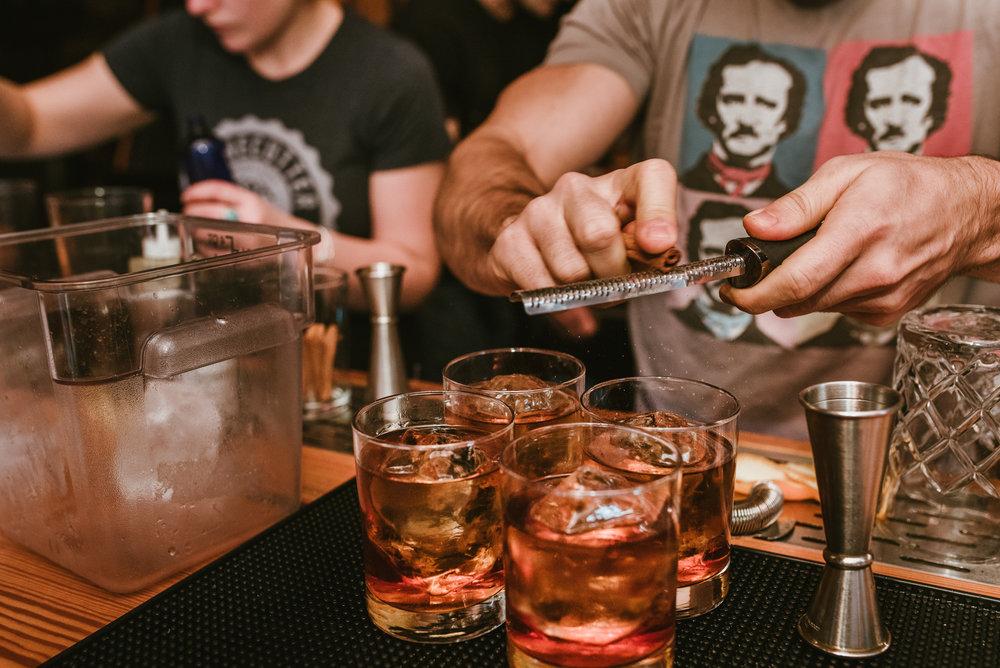 stonecutter-spirits-whiskey-bartenders-mixing-drinks-©-Elisabeth-Waller_DSC1049.jpg
