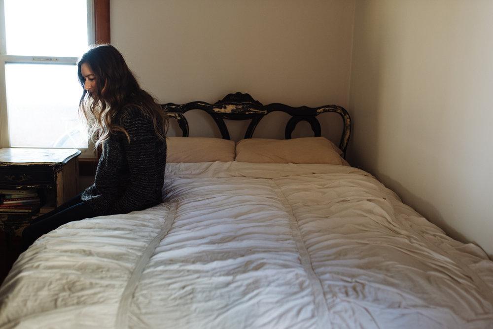woman-sitting-on-bed-©-Elisabeth-Waller-19.jpg