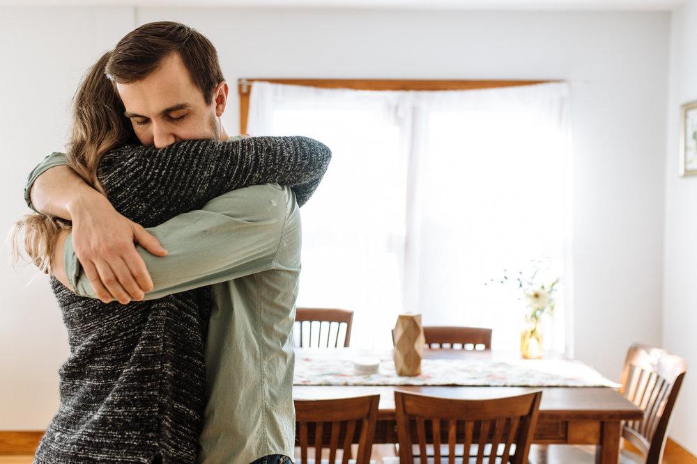 couple-hugging-©-Elisabeth-Waller-37.jpg