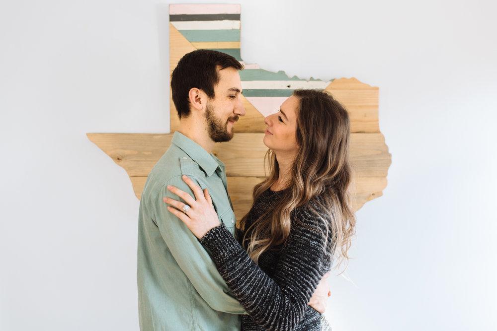 couple-hugging-by-texas-©-Elisabeth-Waller-42.jpg