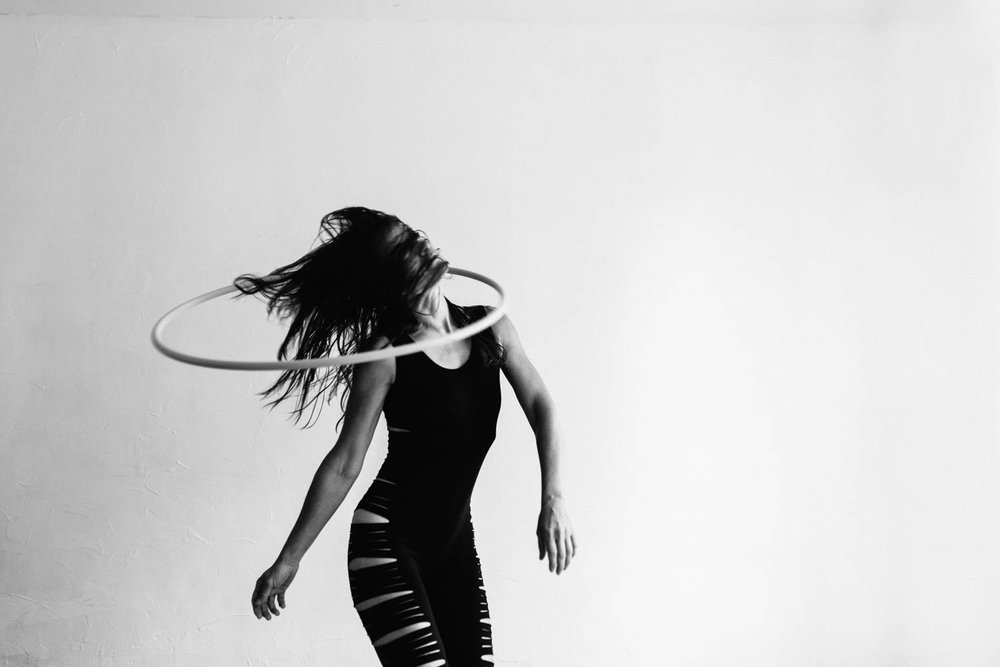 woman-with-hula-hoop-black-white-©Copyright-Elisabeth-Waller.jpg