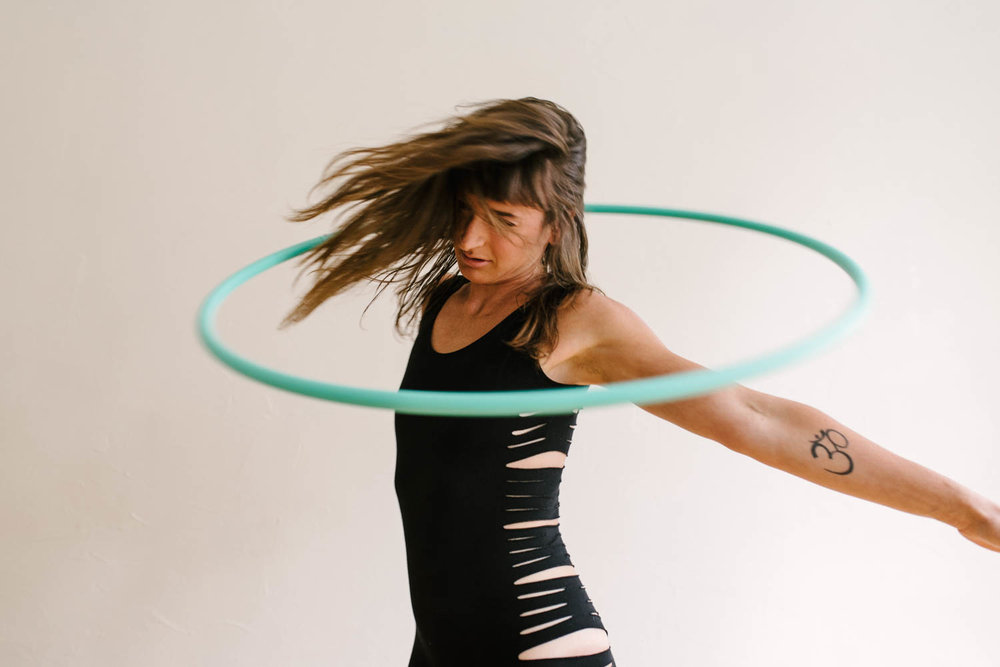 woman-with-hula-hoop-color-8-©Copyright-Elisabeth-Waller.jpg