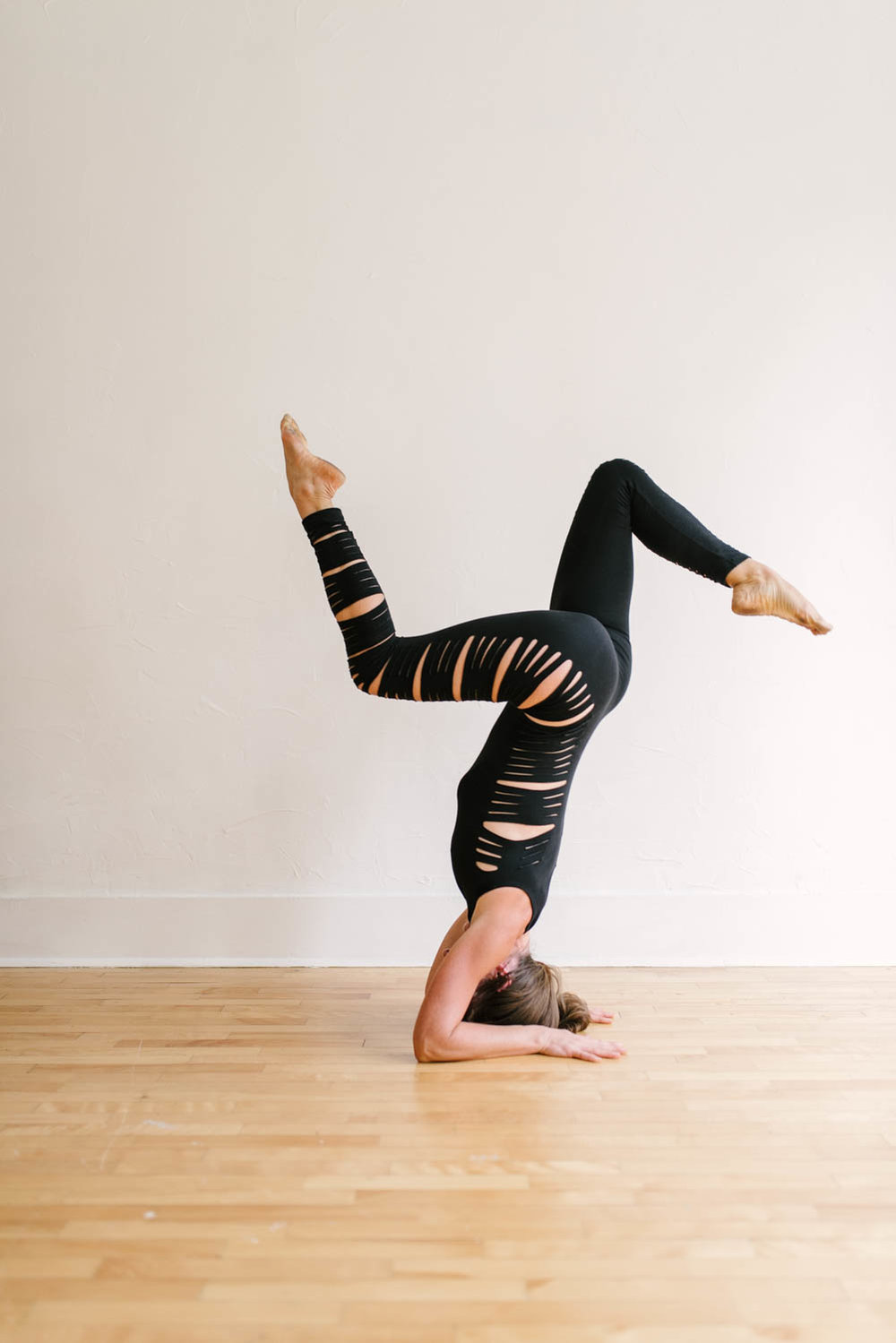 woman-yoga-pantsuit-hand-stand-©Copyright-Elisabeth-Waller.jpg