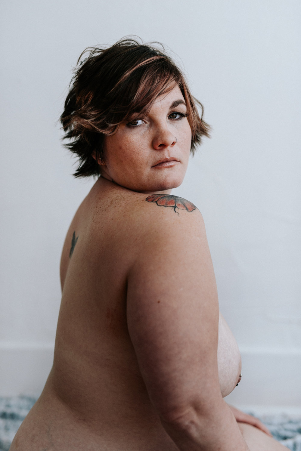 woman-from-side-looking-over-shoulder-at-camera-nude-boudoir-34©_Elisabeth-Waller.jpg