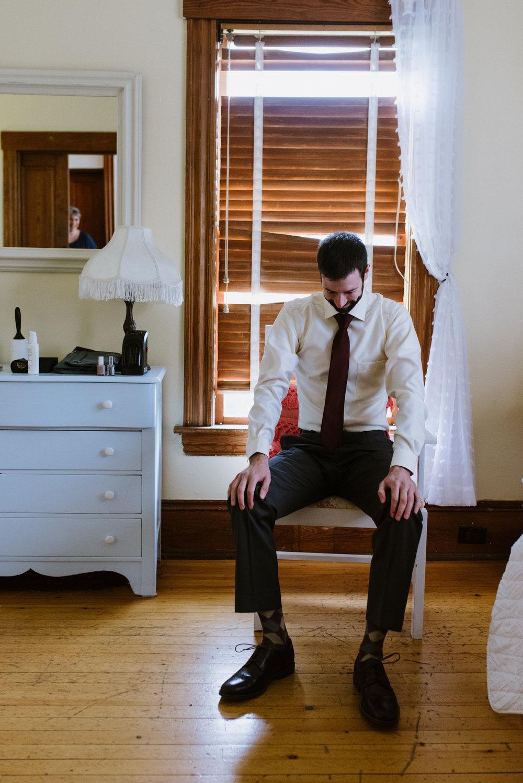 groom-getting-ready-2©_Elisabeth-Waller.jpg