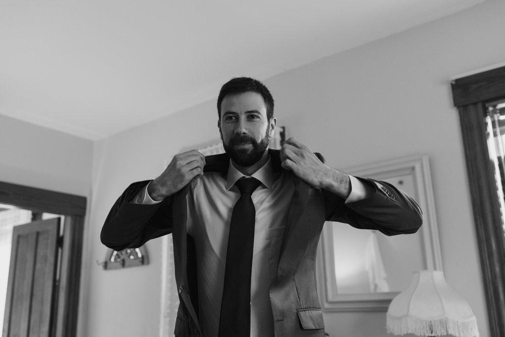 groom-getting-ready-36©_Elisabeth-Waller.jpg