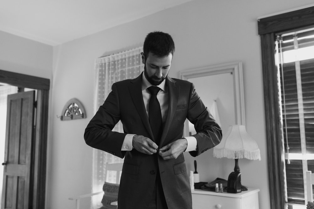 groom-getting-ready-37©_Elisabeth-Waller.jpg